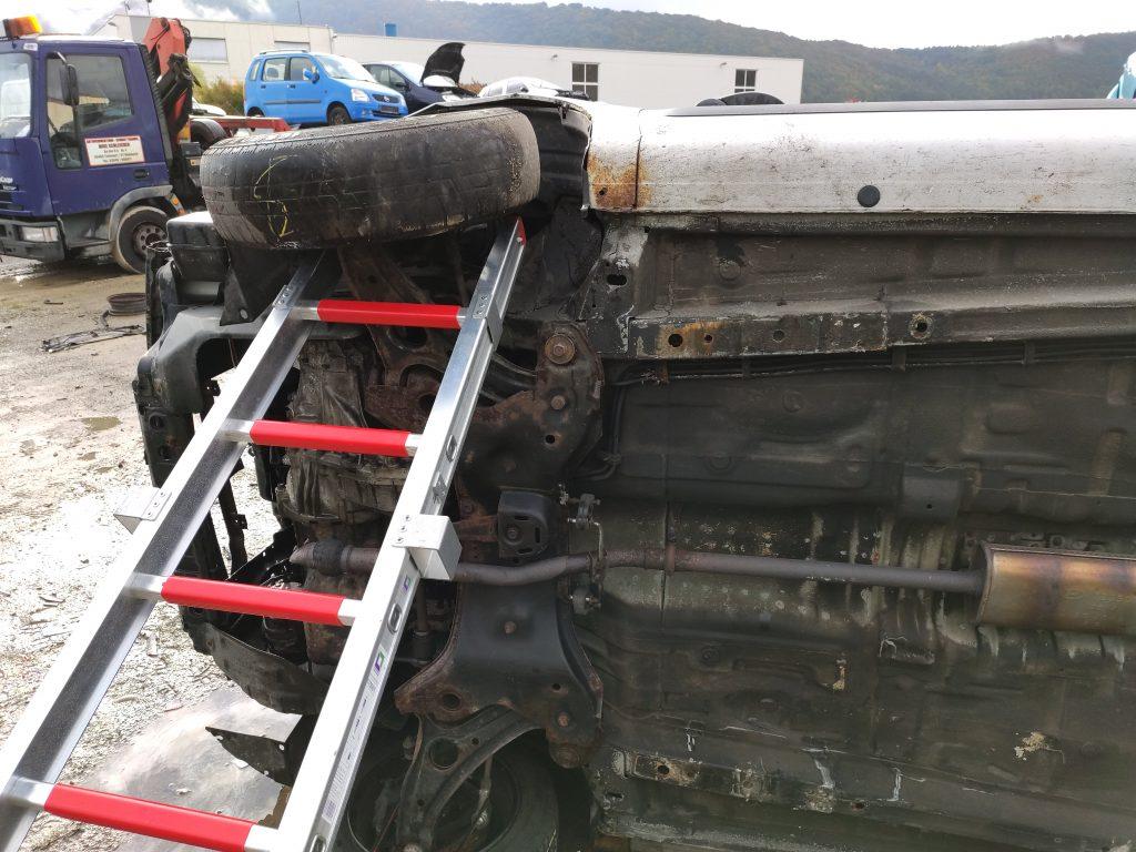 Fahrzeug mit Leiter gesichert